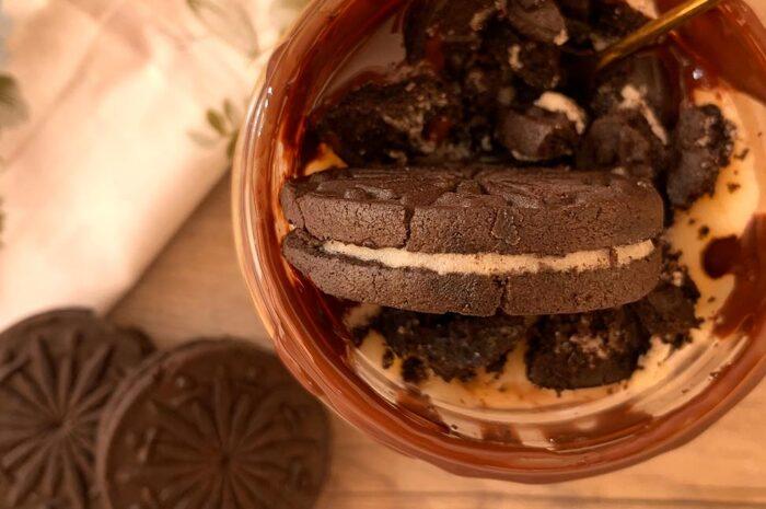 Receta Tarta proteica de natilla y galletas en vaso.